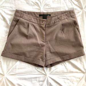 Cuffed brown shorts with pockets